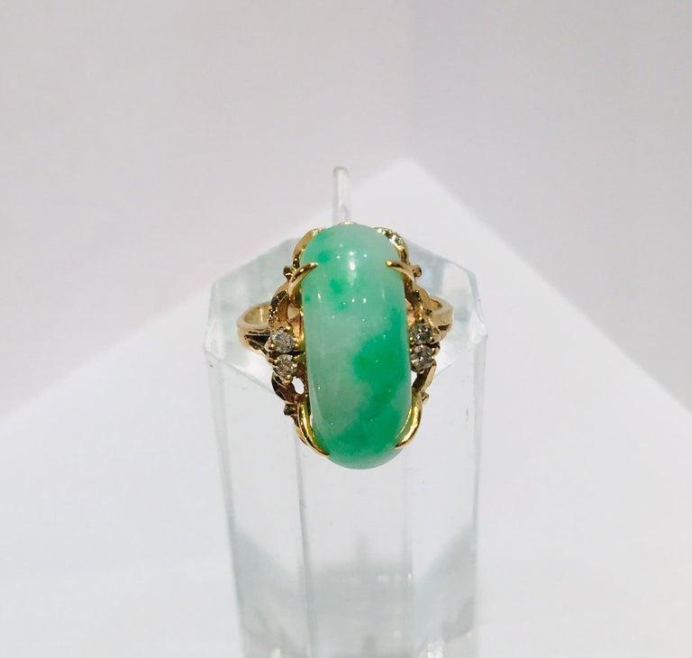 Artisan Custom 18 Karat Yellow Gold Variegated Apple Green Jade and Diamond Ring For Sale 10