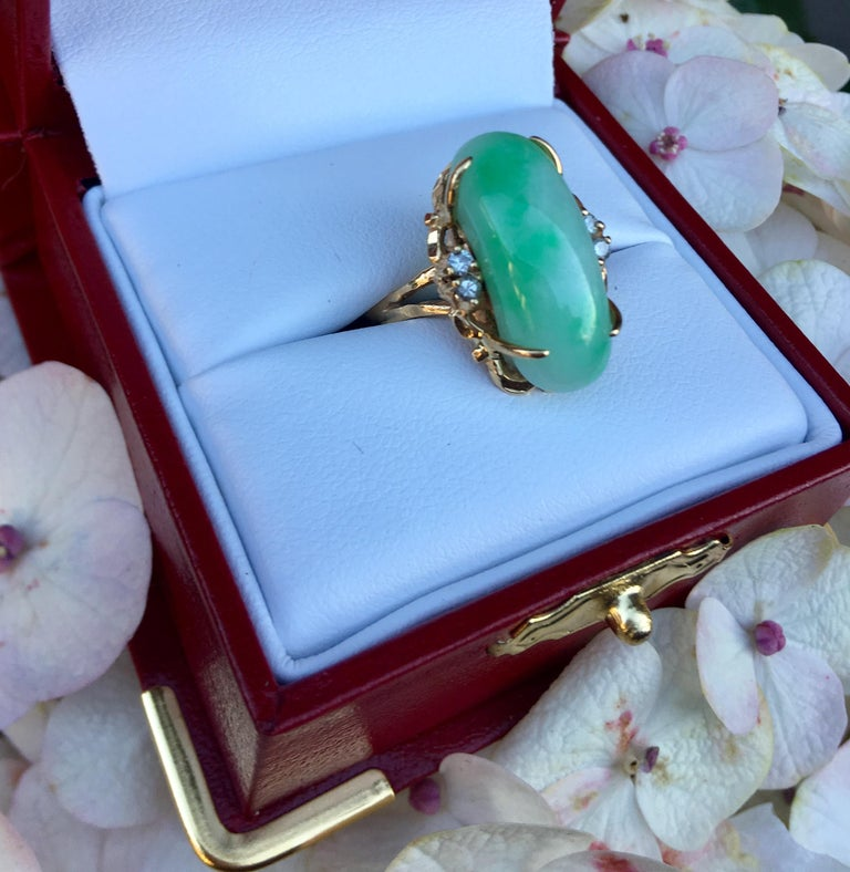 Artisan Custom 18 Karat Yellow Gold Variegated Apple Green Jade and Diamond Ring In Excellent Condition For Sale In Tustin, CA