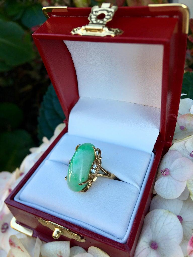 Artisan Custom 18 Karat Yellow Gold Variegated Apple Green Jade and Diamond Ring For Sale 1