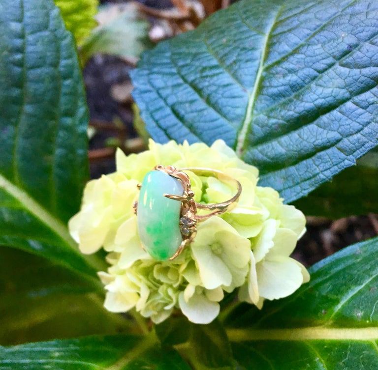 Artisan Custom 18 Karat Yellow Gold Variegated Apple Green Jade and Diamond Ring For Sale 2