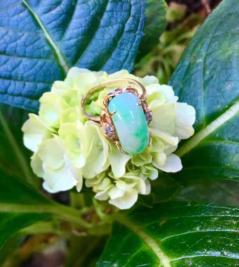 Artisan Custom 18 Karat Yellow Gold Variegated Apple Green Jade and Diamond Ring For Sale 4