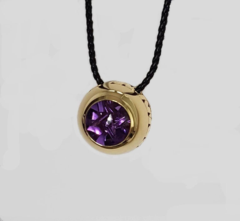 Artistic Cut Amethyst Gold Pendant, Atelier Munsteiner, Wagner Collection In New Condition For Sale In Berlin, DE