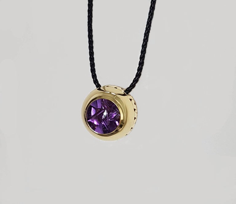 Artistic Cut Amethyst Gold Pendant, Atelier Munsteiner, Wagner Collection For Sale 2