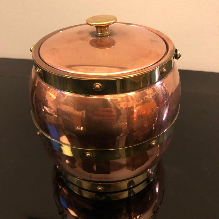 Arts & Crafts Copper and Brass British Ice Bucket, circa 1924 In Good Condition For Sale In Aci Castello, IT
