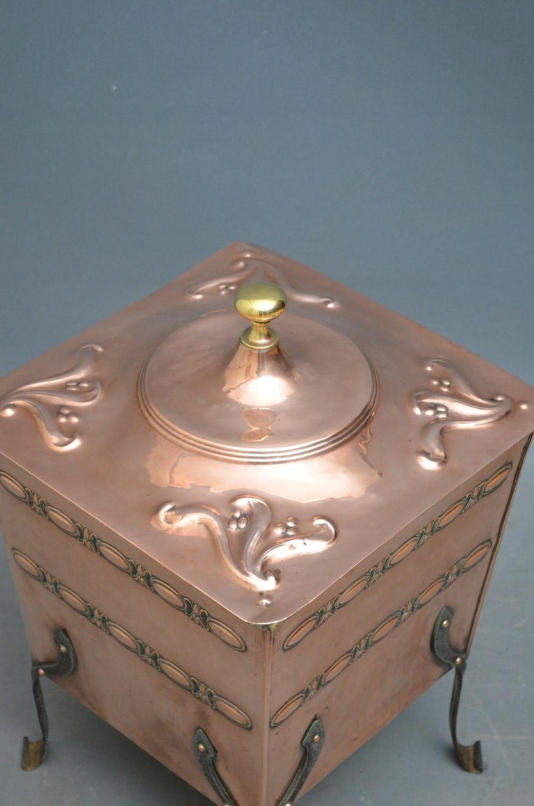 Sn4439 stylish Art Nouveau coal bin with embossed decoration and wrought iron legs, circa 1890. Measures: H 21