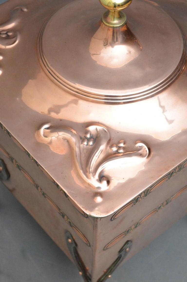 English Arts & Crafts Copper Coal Bin For Sale