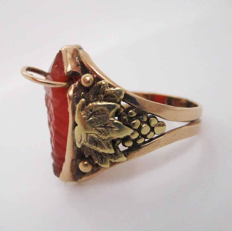 Arts & Crafts Handmade 14 Karat Yellow Gold Carnelian Ring with Grape Leaf Motif For Sale 1
