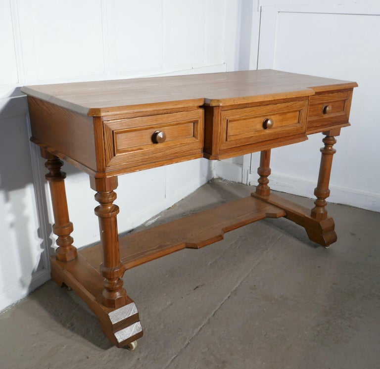 Arts & Crafts Pitch Pine Writing Table In Good Condition For Sale In Chillerton, Isle of Wight