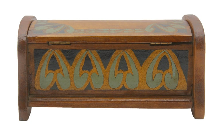 Solid oak Arts & Crafts box, Austria, circa 1910.