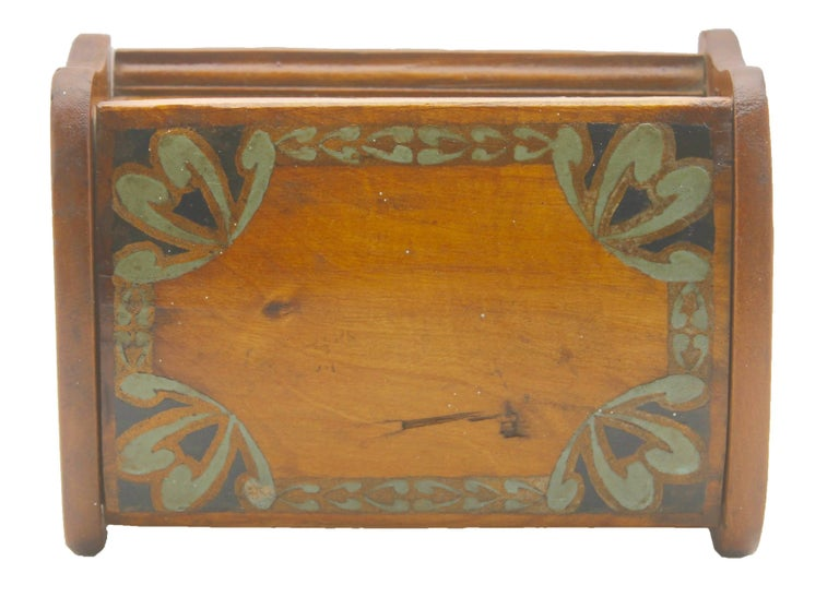 Arts & Crafts Box with Decorative Hand Painted Decor, circa 1910 In Good Condition For Sale In Verviers, BE