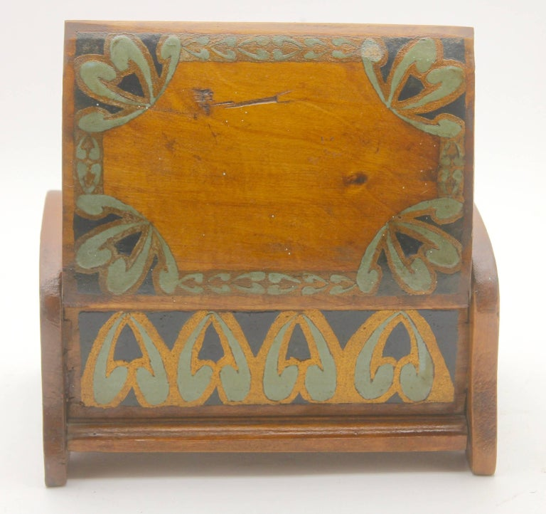 Arts & Crafts Box with Decorative Hand Painted Decor, circa 1910 For Sale 2