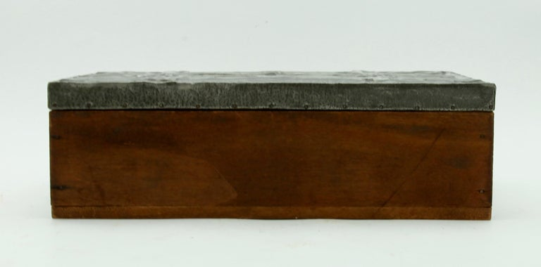 Arts & Crafts Box with Decorative Metal Work, circa 1920 In Good Condition For Sale In Verviers, BE