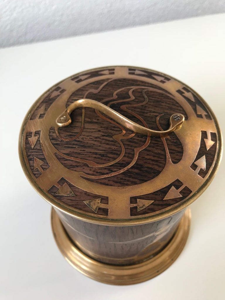 Arts & Crafts Brass and Wood Round Box by Erhard & Sohne, Vienna Secessionist In Good Condition For Sale In Lisse, NL