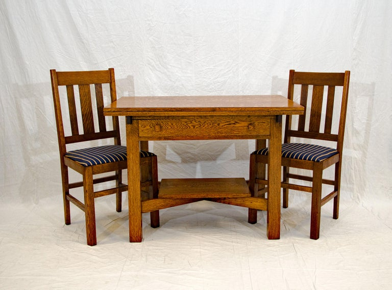 Nice Art & Crafts mission style library table with two pull-out extensions to enable use as a breakfast table or a desk. Each extension is 9 1/2