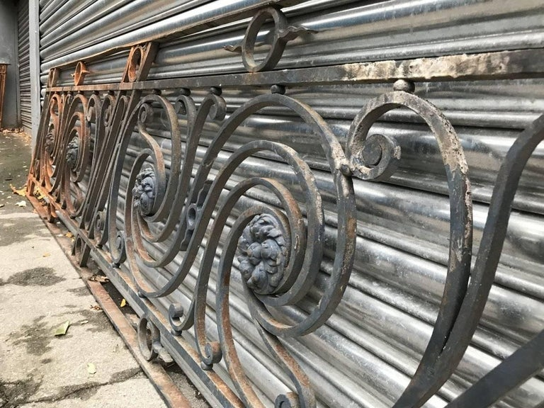 English Arts & Crafts Style Decorative Cast Iron Angular Fence or Staircase Bannister For Sale