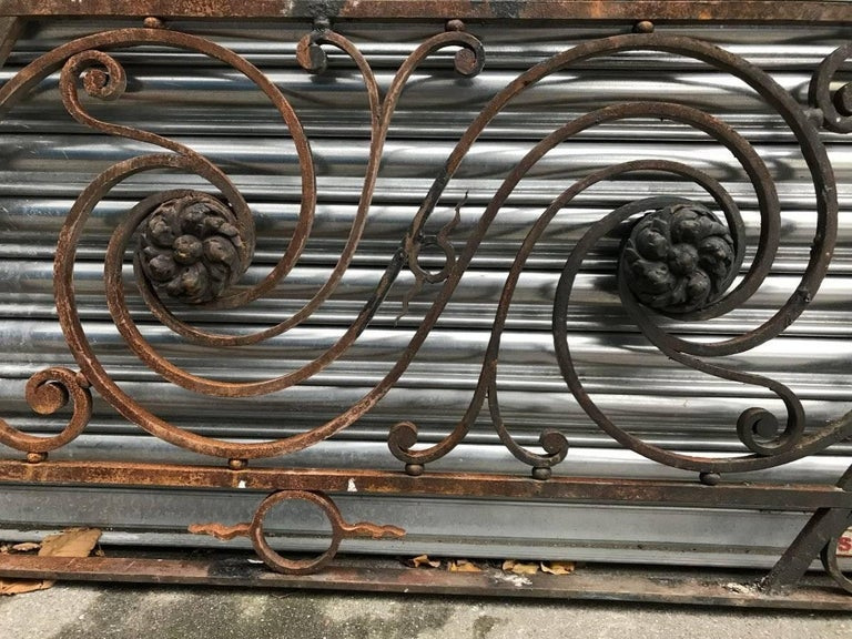 Late 19th Century Arts & Crafts Style Decorative Cast Iron Angular Fence or Staircase Bannister For Sale