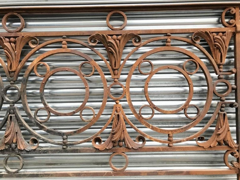 Late Victorian Arts & Crafts Style Victorian Decorative Cast Iron Railing or Balcony Banister For Sale