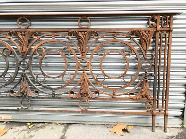 English Arts & Crafts Style Victorian Decorative Cast Iron Railing or Balcony Banister For Sale