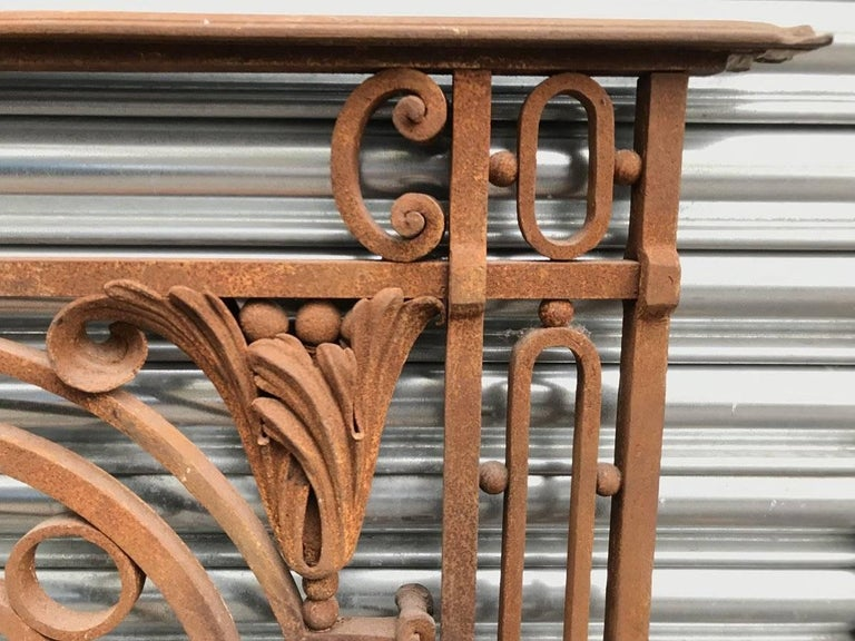 Arts & Crafts Style Victorian Decorative Cast Iron Railing or Balcony Banister In Good Condition For Sale In London, GB