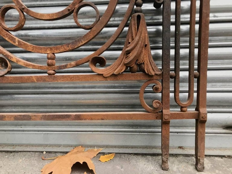 Late 19th Century Arts & Crafts Style Victorian Decorative Cast Iron Railing or Balcony Banister For Sale