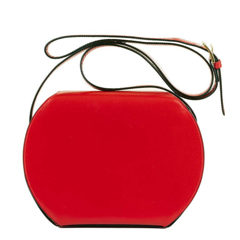 Gorgeous 2018 Celine Red Leather 'Star' Bag. This high quality Shoulder Bag by Celine of Paris, is in pristine condition - finish in Red Box leather accented with gold hardware. Beautifully made, the bag with it's expanding sides, is deceptively