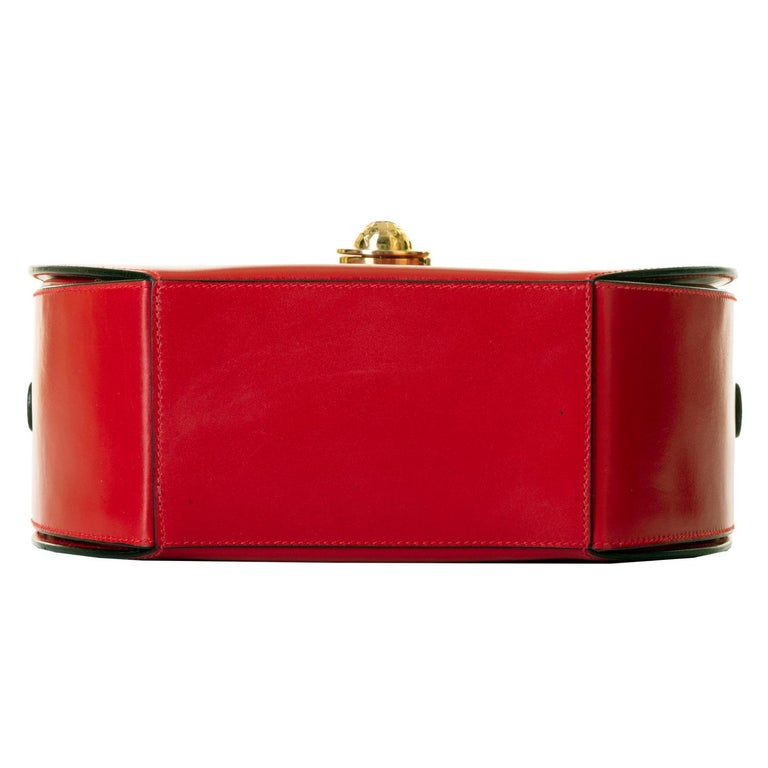 As New Celine of Paris Red Box Leather 'Star' Shoulder Bag with Gold Hardware For Sale 4