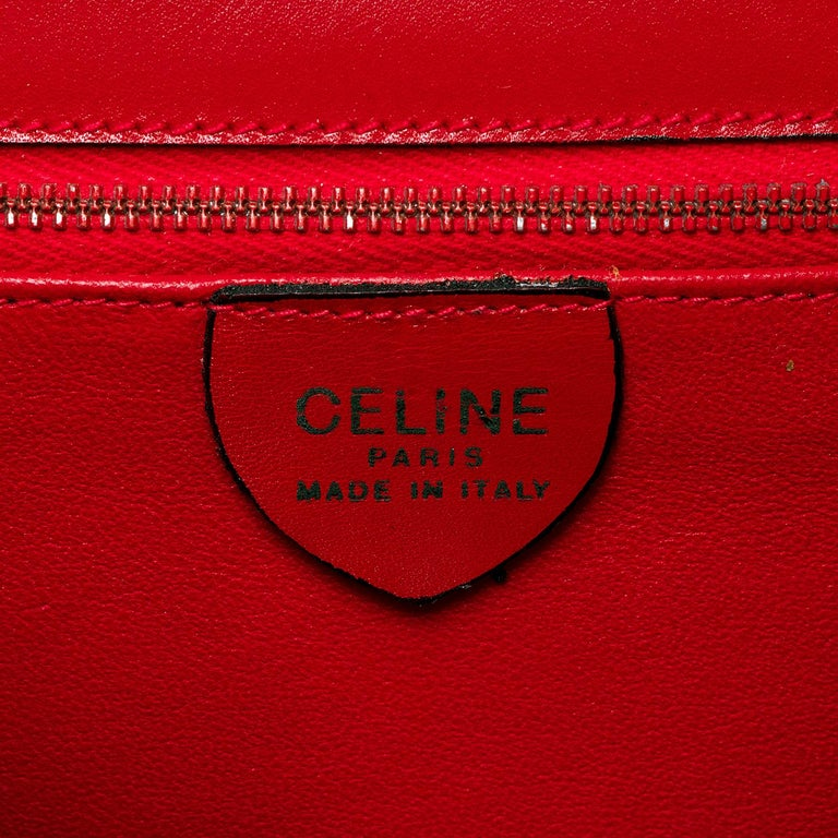 As New Celine of Paris Red Box Leather 'Star' Shoulder Bag with Gold Hardware In Excellent Condition For Sale In London, GB