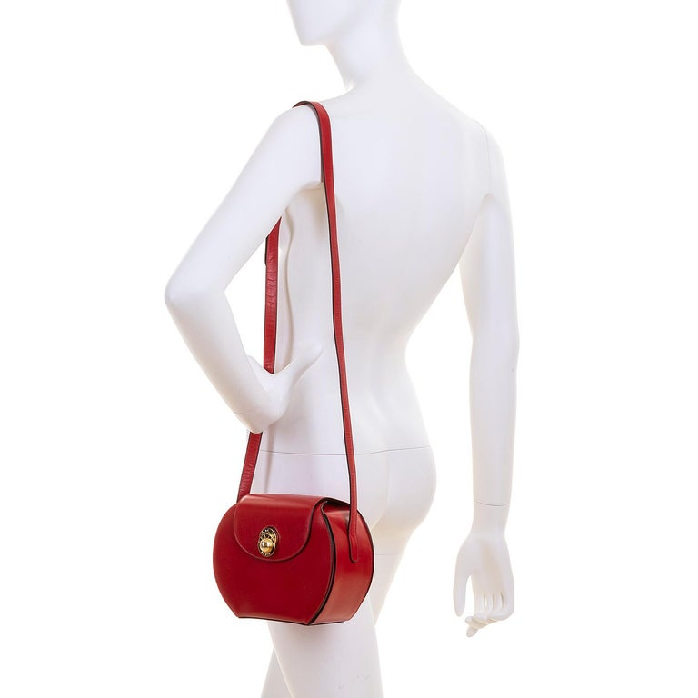 Women's As New Celine of Paris Red Box Leather 'Star' Shoulder Bag with Gold Hardware For Sale