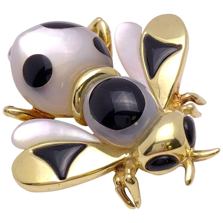 Asch Grossbardt 18 Karat Yellow Gold Bee Brooch with Onyx and Mother of Pearl For Sale