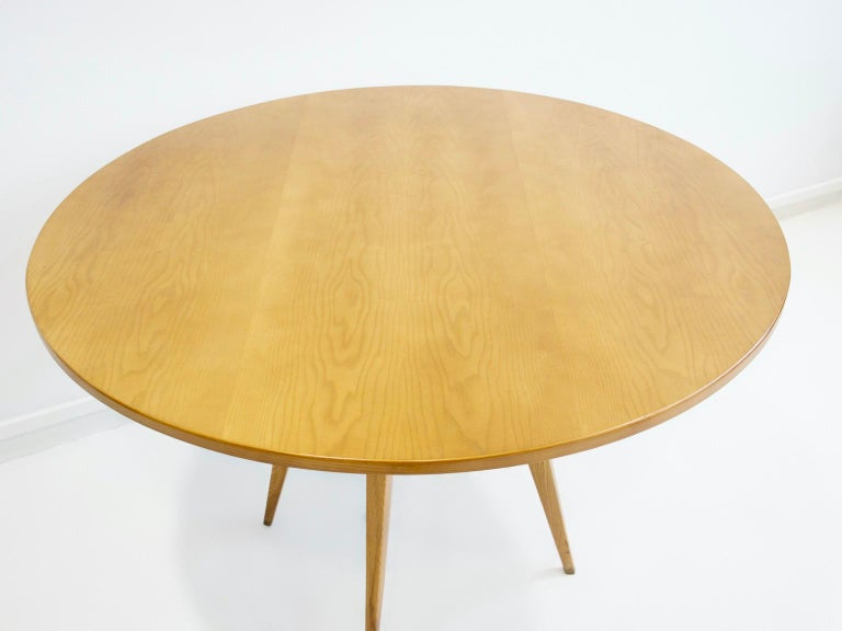 Mid-Century Modern Ash Wood Round Table with Brass Details For Sale