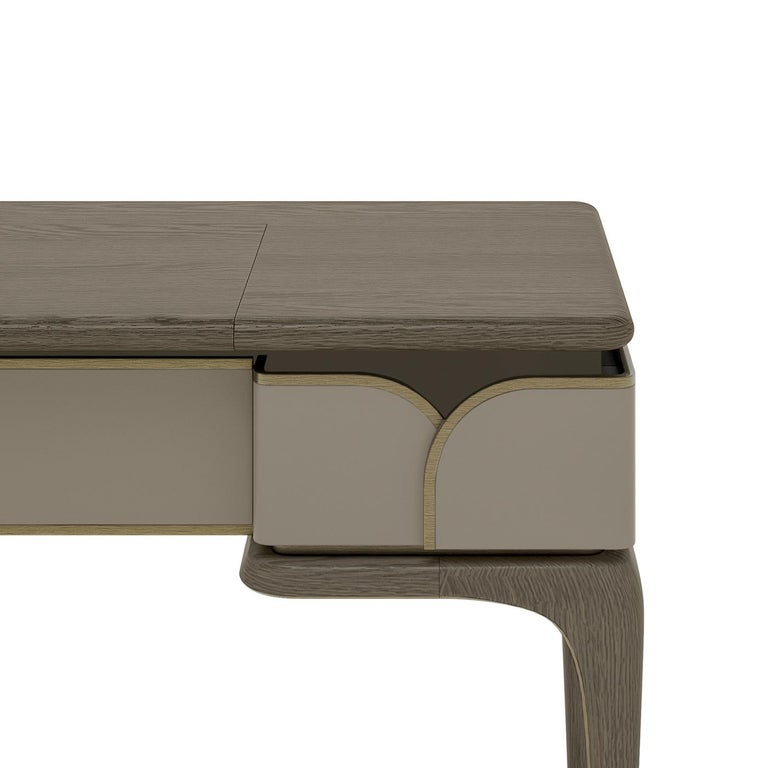 An elegant and clean design that will elevate the style of any bedroom, this vanity will complement any collection of bedroom furniture. Boasting a burnished brass profile outlining its edges, the structure of this piece is made of plywood and