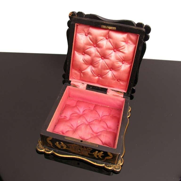 Asian Decor Jewelry Box in Black Lacquer Napoleon III For Sale 2