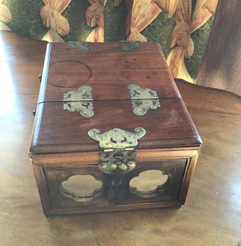 Asian Traveling Makeup/Jewelry Box For Sale 5
