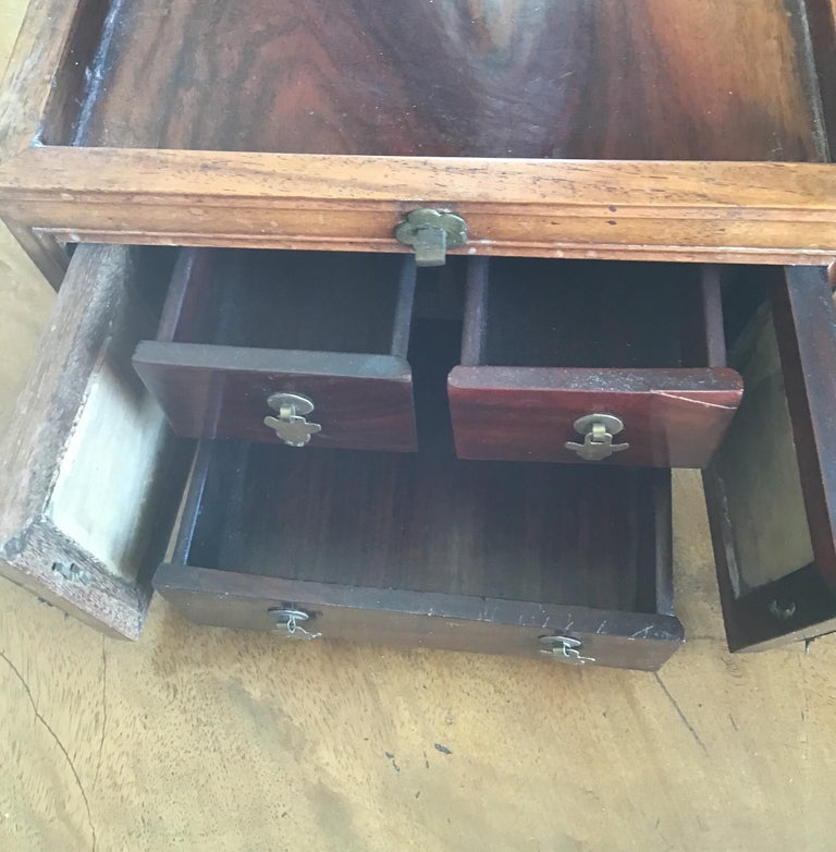 Asian Traveling Makeup/Jewelry Box For Sale 1