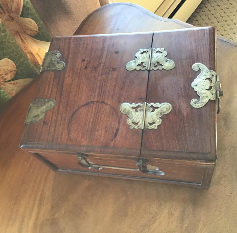 Asian Traveling Makeup/Jewelry Box For Sale 4