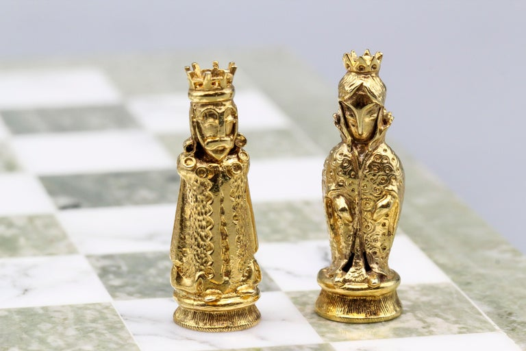 Asprey White and Yellow Gold Marble Chess Set In Good Condition For Sale In New York, NY