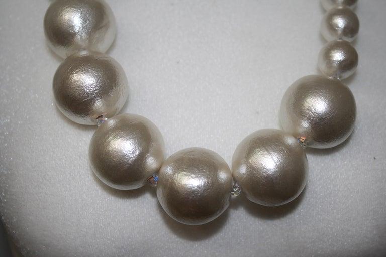 Asymmetric Compressed Cotton Pearl strand In New Condition For Sale In Virginia Beach, VA