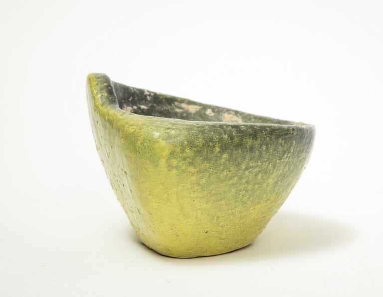 Asymmetrical Ceramic Bowl in Avocado Toned Speckled Glaze In Good Condition For Sale In New York City, NY