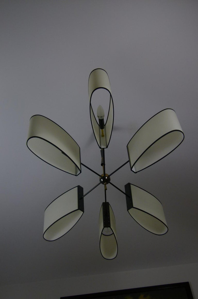 Asymmetrical chandelier with six lighted arms by Maison Lunel, circa 1950 In Excellent Condition In Saint-Ouen, FR