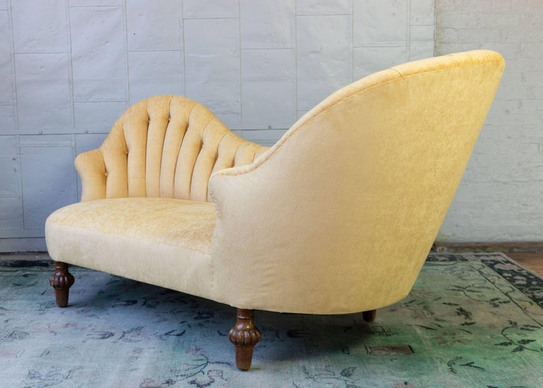 Asymmetrical French 19th Century Settee with Tufted Curved Back For Sale 7