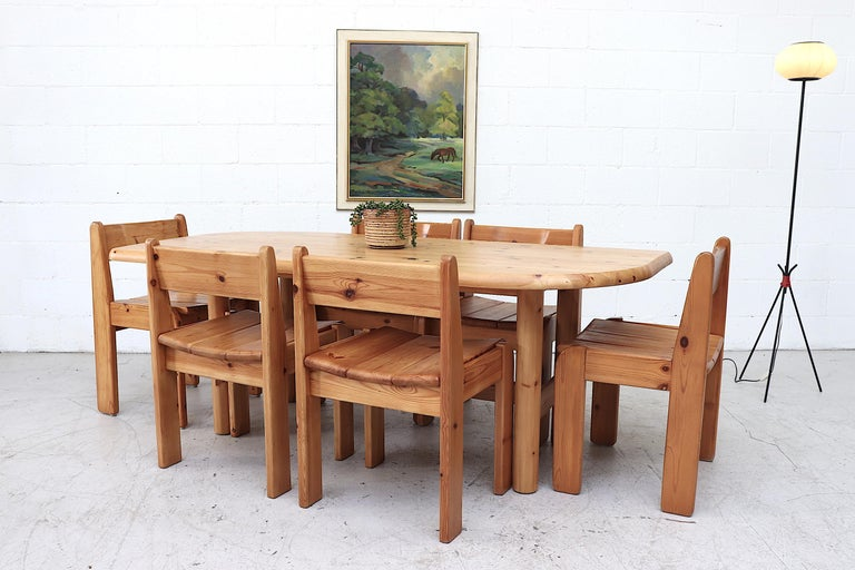 Impressive Ate Van Apeldoorn style pine dining table with alternating curved ends and round pine legs. A stylish dining table with character that comfortably seats 6. Lightly refinished with minor wear consistent with age and use. In original