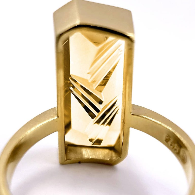 Atelier Munsteiner Vivid Fancy Cut Golden Beryl One of a Kind Vertical Bar Ring In New Condition In Dallas, TX