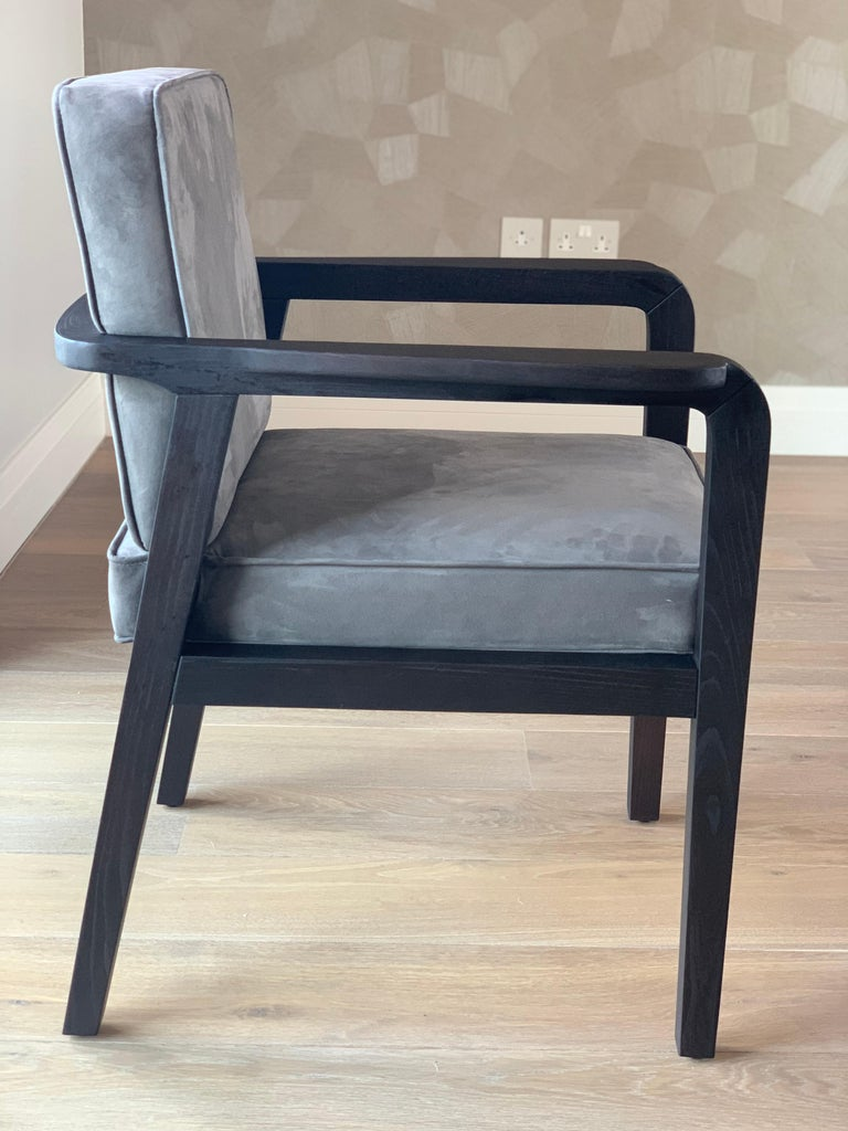 Contemporary Atena Carver Chair in Beechwood Black Ebony Finish and Ribbed Velvet For Sale