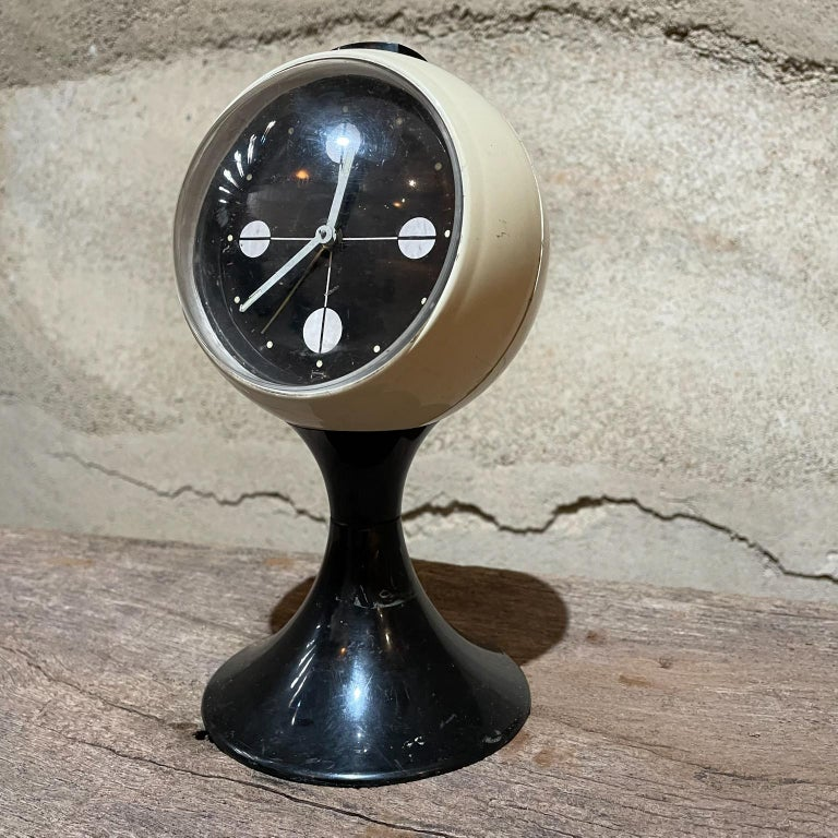 Atomic AgeWestcloxvintage pedestal tulip table clock in black & white Mid-Century Modern 1960s Measures: 8.5 tall x 4.5 diameter Unrestored vintage condition preowned. Scratches and nicks present. Not in working order.