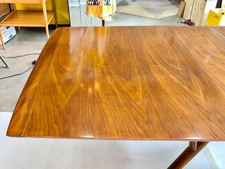 Atomic Molecule Base Dining Table For Sale 2