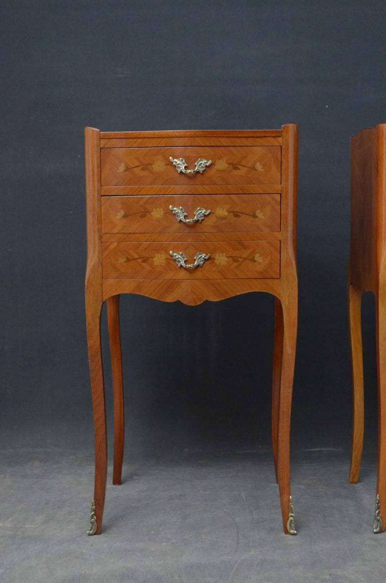 Attractive Pair of Bedside Cabinets In Good Condition For Sale In Whaley Bridge, GB