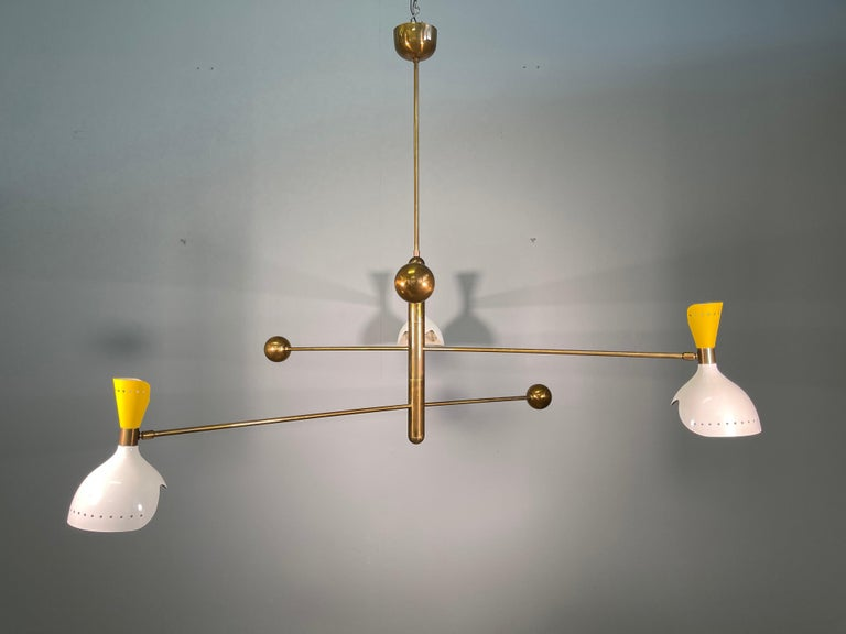 Attributed Stilnovo Midcentury Three-Arm Brass Italian Chandelier, 1960 In Good Condition For Sale In Rovereta, SM