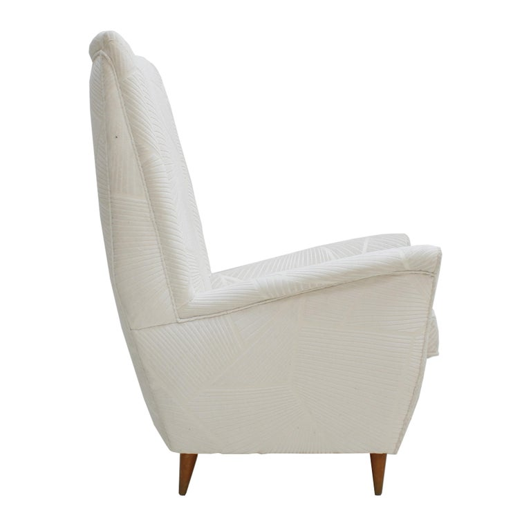 Attributed To Gio Ponti Pair Of White Velvet Italian Armchairs. Italy 50s In Excellent Condition For Sale In Madrid, ES