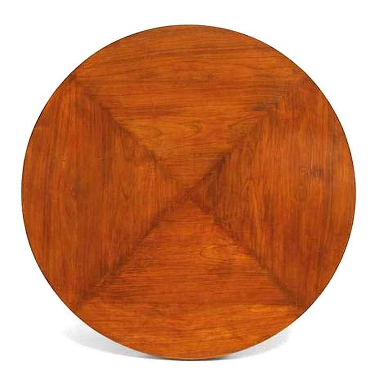 Italian 1940s cherrywood round dining table with scalloped apron supported on four splayed legs Attributed to Osvaldo Borsani
