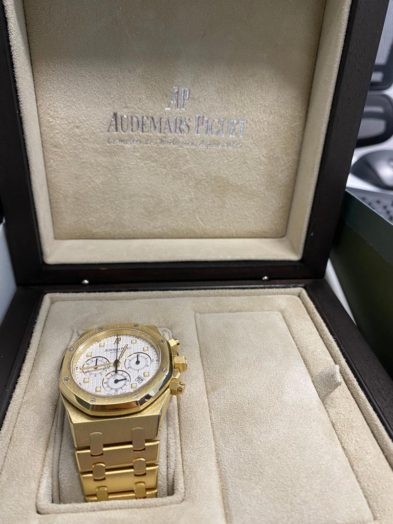 Audemars Piguet Royal Oak Chronograph Yellow Gold Watch For Sale 7